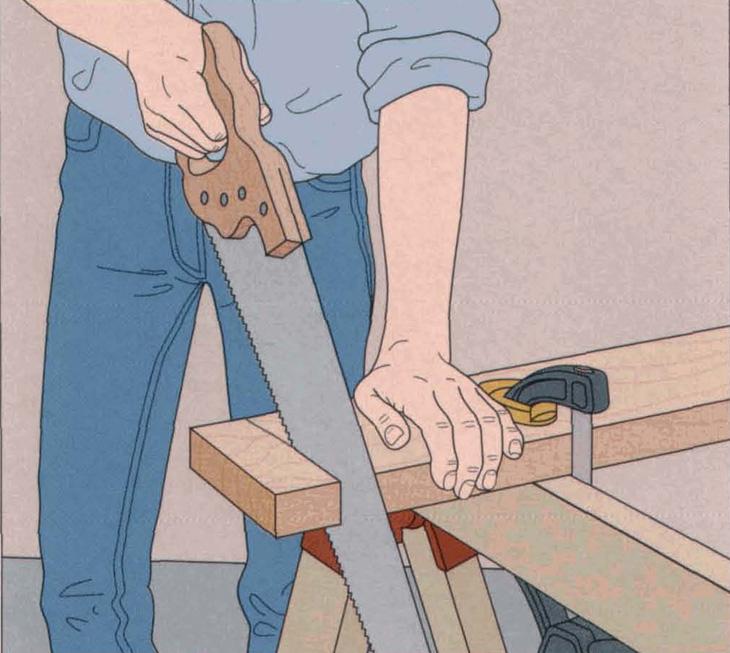 برش عرضی قطعه چوب با اره دستی