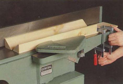 نرم کردن گوشه های قطعات چوبی با کف رنده