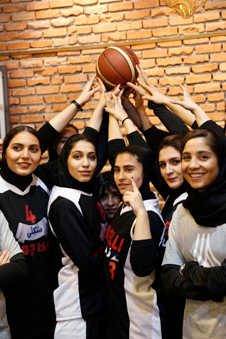 بازدید تیم بسکتبال دختران نوین چوب از خانه تخصصی کابینت پاراکس