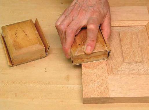 سنباده زنبی با کمک پد چوبی